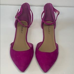 Breckelles magenta pointed toe flats size 7.5